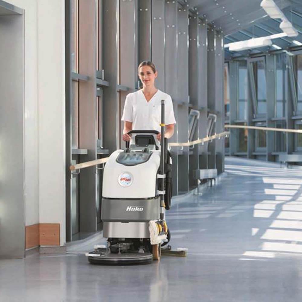 Flughafen Reinigung mit Hako Maschine