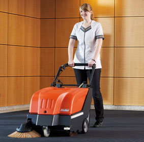 Handkehrmaschine bei Teppichboden